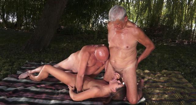 секс втроем стариками